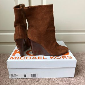 SALE⚡️Michael Kors suede tan wedge booties 7.5 EUC